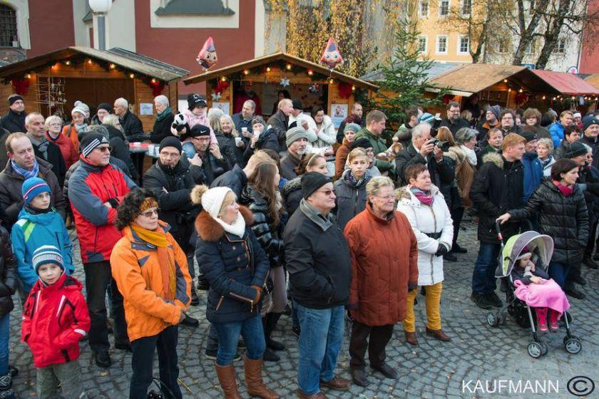 Sparkassenadvent und Singen im Altenwohnheim